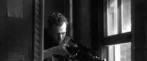 """L'attore Gary Oldman nei panni di Oswald nel film """"JFK"""" di Oliver Stone."""
