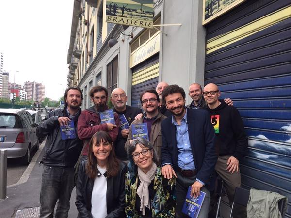 """Quasi tutti gli autori del libro a una recente presentazione presso la libreria """"...il mio libro"""" di Milano."""