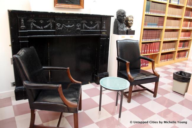 La mensola del camino di Edgar Allan Poe in mostra alla Columbia University.
