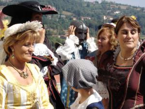 Un momento della rievocazione storica della Maschera di Ferro a Pinerolo.