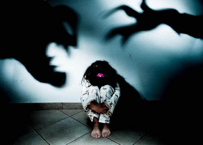 violenza sui minori e i deboli