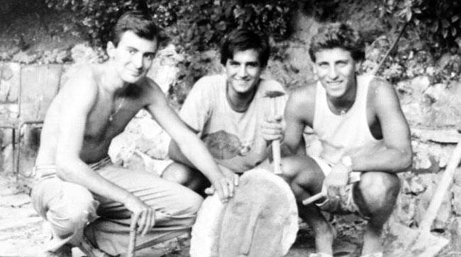 """I tre ragazzi autori della burla delle """"teste"""" di Modigliani."""