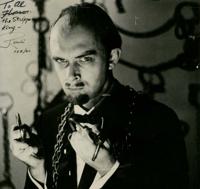 La foto di Randi (autografata e dedicata al mago e celebre venditore di articoli magici Al Flosso, nel 1960), andrà all'asta insieme alla memorabilia su Houdini.