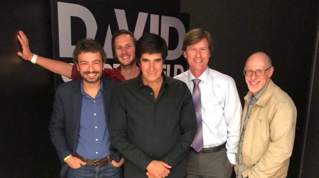 Nella foto, da sinistra accanto a me: Ryan Kane, David Copperfield, Sheldon W. Helms e Richard Wiseman.